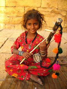 A young tribal musical performer at the gate to Jaisalmer fort, Rajasthan, India ~ one of the largest forts in the world and one of Rajasthan's most popular tourist attractions with as many as five to six hundred thousand tourists visiting it We Are The World, People Around The World, Beautiful World, Beautiful People, Foto Art, World Cultures, Incredible India, Indian Girls, Little People