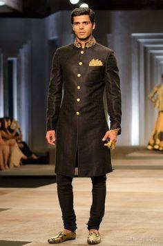 Shantanu and Nikhli sure know how to dress the Indian groom in this Kurta Chudidaar!
