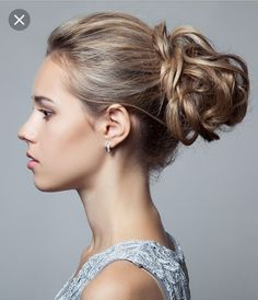 70 Pretty Updos For Short Hair - 2019 Updo hairstyles look elegant for special occasions & events. Here are the top updo hairstyles for short hair you can definitely try to obtain the best looks on you Easy Updo Hairstyles, Short Hair Updo, Elegant Hairstyles, Down Hairstyles, Short Hair Cuts, Wedding Hairstyles, Homecoming Hairstyles, Hairstyle Ideas, Communion Hairstyles