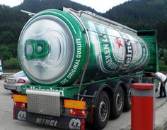 smiješne i otkačene slike - funny and crazy pictures: heineken Big Rig Trucks, Semi Trucks, Cool Trucks, Guerilla Marketing, Weird Cars, Crazy Cars, Weird Pictures, Creative Advertising, Advertising Ideas