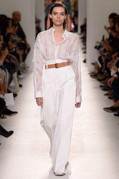 Hermès printemps-été 2017 : Lors de la fashion week parisienne, La griffe Hermès a présenté sa collection printemps été 2017