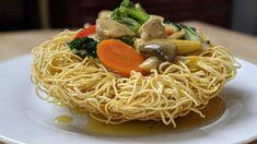 Recette nid d'oiseau au poulet (nid d'amour) -- Mi Xao Gion Ga - YouTube Mi Xao, Asian Cooking, Dim Sum, Wok, Stir Fry, Sushi, Nom Nom, Fries, Spaghetti
