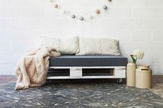 Las cajas de fruta y los palets son la base para estos muebles tan originales DIY a los que se les ha dado una nueva función. #decoration #home #diy