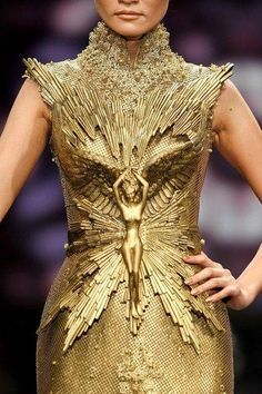amazing golden armour like avant garde couture dress in gold Tex Saverio.seriously, take a close look! This is flipping AMAZING.My goodness Couture Mode, Style Couture, Couture Fashion, Runway Fashion, Fashion Art, High Fashion, Womens Fashion, Fashion Design, Dress Fashion