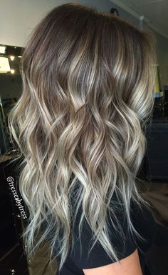 10 Ways to Wear Ash Blonde Balayage Long Bob Hairstyles Ash Blonde Balayage Long Bob Extra Long Bob: Why you need to cut your hair right now Asymmetrical bob has been one of the most popular haircuts ever s.Idea Layered Haircuts For Long Hair 18 - Fa Haircuts For Long Hair With Layers, Layered Haircuts, Short Hair Cuts, Pixie Haircuts, Curls For Medium Length Hair, Hair Medium, Long Bob Balayage, Balayage Blond, Hair Bayalage