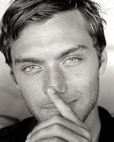 Jude Law   Cà ne cours pas les rues des modèles comme cà ....