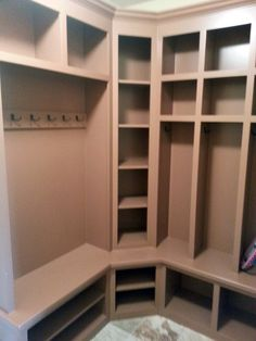 Best Mudroom Lockers For Your Door Entry Storage: Example Minimalist Mudroom Lockers Decor For Minimalist Mudroom Decor Mudroom Cubbies, Mudroom Laundry Room, Corner Storage, Bench With Shoe Storage, Kitchen Storage, Garage Storage, Bench Decor, Entryway Bench, Room Corner