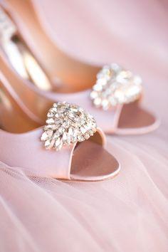 Pink Badgley Mischka pumps @weddingchicks