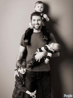 So cute!  I would love to get a pic like this with my hubby and all our future children someday :)