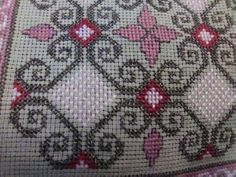 Cross Stitch Borders, Cross Stitch Flowers, Cross Stitch Designs, Cross Stitching, Cross Stitch Embroidery, Hand Embroidery, Cross Stitch Patterns, Crochet Tablecloth, Vintage Embroidery