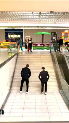 Crazy Funny Videos, Funny Videos For Kids, Funny Video Memes, Cool Dance Moves, Dance Tips, Dance Music Videos, Dance Choreography Videos, Cool Illusions, Wow Video