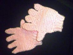Trabalhos da vovó Sônia: Luvas infantis rosa Nina - croché