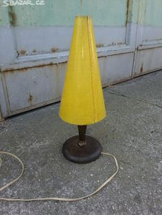 Stará dřevěná lampa - obrázek číslo 1