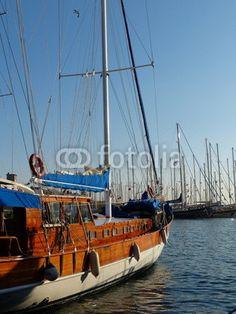 Traditionelles türkisches Segelboot im Hafen von Bodrum am Ägäischen Meer in der Provinz Mugla in der Türkei