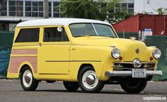 1951 Crosley Super Station Wagon / Damn right this one is a SUPER! There's plywood and a chrome line on the side - What next? Right there at the end of their dynasty, they went all cray-cray!