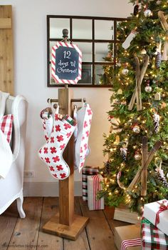 It's a virtual party today with 25+ bloggers sharing their diy holiday stocking posts!  Come see all the inspiration and you'll want to make a stocking post for yourself. My version of the stocking post is a classic wood post with peg knobs and a chalkboard sign up top for my kids.  All the details on... Read more