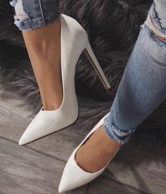 pinterest: @goldeinee ♡ Stiletto Heels, High Heels, Cute Summer Outfits, Business Casual, Jewelery, Ootd, Pumps, Shorts, Pretty