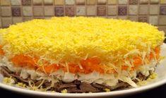 Очень вкусный и нежный слоеный салат с печенью получается нереально вкусным и красивым.