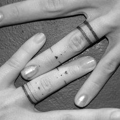 Los anillos de bodas ya pasaron de moda, lo de hoy es tatuárselos #tattoo #wedding #love