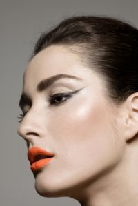 How to Create a Winged Eyeliner Makeup
