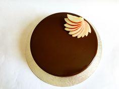 Шоколадный бисквит, мусс из жимолости, ванильный мусс, шоколадный мусс, шоколадная глазурь... #моясладкаяжизнь #jsopatisserie