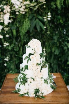 The rustic wedding event trend is always really going strong, and every single day I realize bigger unique projects and inspiration floating around the online world. Bali Wedding, Floral Wedding, Wedding Colors, Wedding Styles, Our Wedding, Green Wedding, Wedding Ideas, Wedding Ceremony, Wedding Flowers