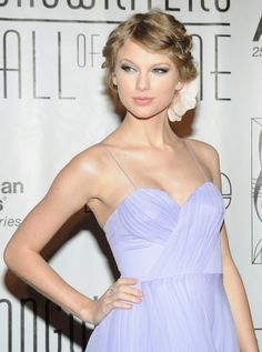 2010 Songwriters Hall of Fame. Taylor Swift received the the Hal David Starlight Award. It was presented to her by John Mayer.