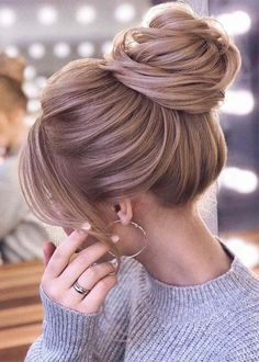 Hairstyles For Round Faces Long high updo wedding hairstyles.Hairstyles For Round Faces Long high updo wedding hairstyles Bun Hairstyles For Long Hair, Wedding Hairstyles For Long Hair, Bride Hairstyles, Hairstyle Ideas, Fashion Hairstyles, Homecoming Hairstyles, Party Hairstyles, Classy Updo Hairstyles, Gorgeous Hairstyles