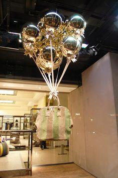 27 Unique Christmas Decoration Ideas For Stores - Christmas Celebration - All about Christmas Boutique Interior, Boutique Decor, Window Display Retail, Window Display Design, Christmas Trends, Christmas Diy, Xmas, Christmas 2019, Rose Gold Christmas Decorations