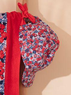 Casquette bleue et rouge à imprimé fleuri enfant fille Beach Kids, Beanie, Collection, Hats, Fashion, Red, Boardshorts, Floral, Moda
