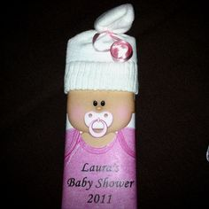 Baby shower chocolate bar- could make hats out of white felt Mother Daughter Projects, Rock A Bye Baby, Hershey Bar, Baby Wedding, Candy Bar Wrappers, Chocolate Treats, Diaper Cakes, Baby Ideas, Cool Gifts