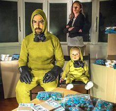 Des parents créatifs et leur bébé recréent les films cultes avec les objets du quotidien