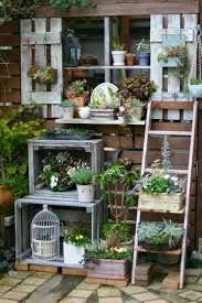 This would be cute as an herb garden. I would love to try this, this summer