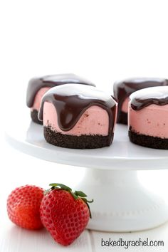 No bake mini strawberry cheesecakes with chocolate ganache: The perfect two-bite, worry-free dessert! Mini strawberry cheesecakes, topped off with a rich chocolate ganache. A fun dessert for a variety of ocassions! Cupcakes, Chocolates, Mini Strawberry Cheesecake, Strawberry Ganache Recipe, Strawberry Jam, Low Carb Cheesecake, Cheesecake Recipes, Mini No Bake Cheesecake, Valentine Desserts