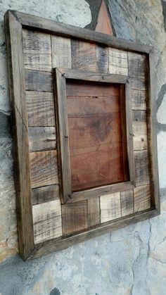 Barn Wood Mirror, Barn Wood Picture Frames, Rustic Mirrors, Rustic Frames, Barn Board Projects, Diy Wood Projects, Marco Diy, Handmade Wall Clocks, Reclaimed Wood Art