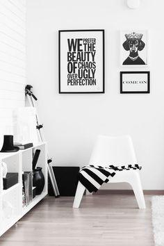 Livingroom in black & white