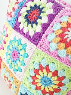 Granny Square Pillow Crochet Pattern by annemariesbreiblog