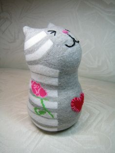 This is a side view of my piano cat sock critter! Sock Crafts, Cat Crafts, Diy Arts And Crafts, Sock Bunny, Handmade Stuffed Animals, Sock Puppets, Sock Toys, Sock Animals, Clay Animals