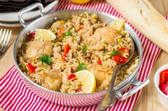 Αυτό το νόστιμο πιάτο με ρύζι και κοτόπουλο, είναι από τα πιο διάσημα πιάτα της αργεντίνικης κουζίνας. Να το φτιάξετε κι εσείς, θα σας αρέσει πολύ.