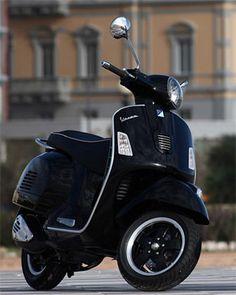 I always wanted one in college Vespa 300, New Vespa, 150cc Scooter, Lambretta Scooter, Vespa Scooters, Vintage Vespa, Piaggio Vespa, Motos Vespa, Custom Vespa