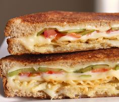 Grilled Cheese with Tomato, Pickles and Potato Chips. Probably the only grilled cheese sandwich I would like. Grilled Cheese with Tomato, Pickles and Potato Chips. Probably the only grilled cheese… Grilled Cheese With Tomato, Grilled Cheese Recipes, Grilled Ham, Grilled Cheeses, I Love Food, Good Food, Yummy Food, Great Recipes, Favorite Recipes