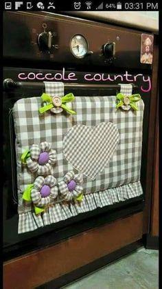 Pon un toque original y creativo en la decoración de tu cocina añadiendo una pequeña cortinilla en la ventana del horno o estufa. Fabric Crafts, Sewing Crafts, Sewing Projects, Projects To Try, Hobbies And Crafts, Diy And Crafts, Love Sewing, Sewing Hacks, Ideas Para