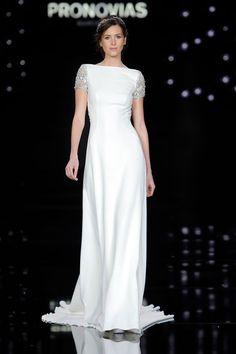 Vestidos de novia minimalistas de Pronovias colección 2017 Fotos: Web Pronovias