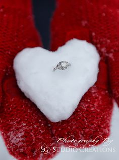 25 Super Ideas Wedding Winter Photoshoot Engagement Pics You are in the right place about Engagement Photos forest Here we Engagement Couple, Engagement Pictures, Engagement Shoots, Wedding Engagement, Country Engagement, Engagement Ideas, Wedding Ring Photography, Engagement Photography, Christmas Engagement Photos