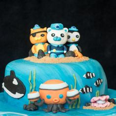 How to make fondant character cake toppers - plenty of tips, equipment and a video demonstration for a Peppa Pig cake topper. Character Cakes, Cake Gallery, Family Birthdays, Cake Toppings, Celebration Cakes, Recipe Collection, Cake Decorating, Decorating Ideas, Fondant