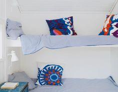 """Påslakan """"365+ Risp""""  och sänglampor, Ikea. Kuddvar  sydda av Marimekkotyg."""