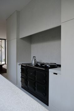 CB Residence is a timeless dwelling located in Herentals, Belgium, designed by Marc Merckx Interiors. The pared down interiors by Marc Merckx are evidence of his constant search for the perfect balance between proportions, materials and space. Kitchen Styling, Contemporary Style Kitchen, Contemporary Living Room Design, Aga Kitchen, Contemporary Kitchen, Kitchen Design Small, Interior, Kitchen Design, Contemporary Decor