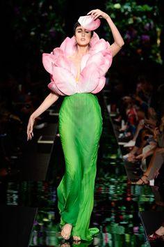 Moschino Spring 2018 Ready-to-Wear Collection Photos - Vogue