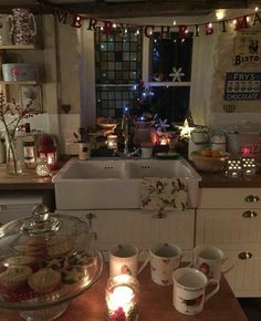 70 Awesome Christmas Apartment Decorating ideas on a budget - apartment decor Christmas Mood, Country Christmas, All Things Christmas, Cottage Christmas, Ikea Christmas, Hygge Christmas, Christmas Living Rooms, Christmas Island, The Night Before Christmas