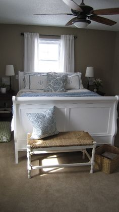 painted headboard and foot board for guest bedroom Sleigh Bed Painted, White Sleigh Bed, Wood Sleigh Bed, Painted Beds, Sleigh Beds, Painted Headboard, Guest Bedroom Decor, Bedding Master Bedroom, Guest Bedrooms